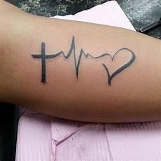 Kreuz Herz Am Unterarm Herz