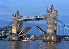 tower bridge bilder tower bridge lift bridge which is an icon of the