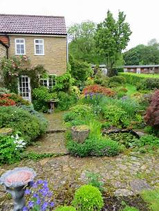 englische cottage gärten the gardener s eye chiffchaffs a plantsman s cottage
