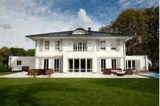 Häuser Mit Fensterläden Bilder - villa hb arge haus hausbau