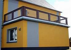 balkongeländer holz modern balkongel 228 nder aus holz mit aluminiumst 228 ben modern terrasse other metro bego holz