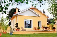 peinture pour facade peinture fa 231 ade couleur r 233 glementation et conseils ooreka