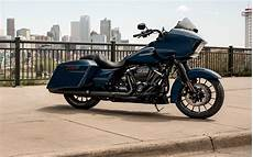 Harley Davidson Cvo Road Glide 4k Wallpapers