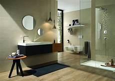 come piastrellare un bagno posa piastrelle bagno consigli rivestimenti posare le