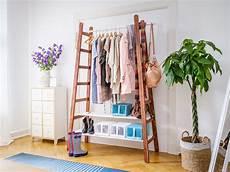 garderobe aus leitern upcycling garderobe selber bauen