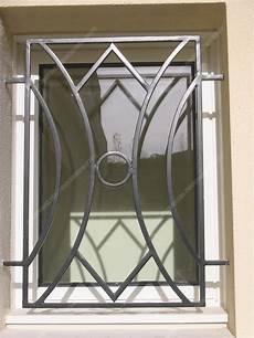 grilles protection fenetres fer forgé grilles en fer forg 233 de d 233 fense modernes mod 232 le gdm05