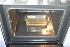 backofen mit natron reinigen backofen reinigen ohne chemie so wird dein ofen strahlend sauber rosanisiert