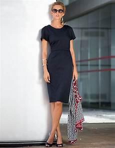 Dunkelblaues Kleid Kombinieren - schlichtes dunkel blaues etui kleid perfekt im office