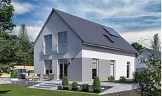 haus grau weiß elegantes haus klassisch mit satteldach architektur