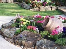 amenagement de jardin avec des pierres 1001 id 233 es et conseils pour am 233 nager une rocaille fleurie