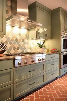neutral transitional kitchen with pattern