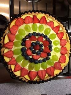 crostata con crema pasticcera fatto in casa da crostata con crema pasticcera e frutta fresca frutta frutta fresca pasticceria