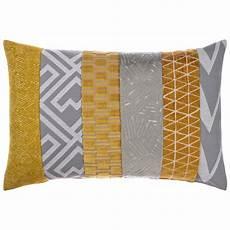 sofakissen grau couchkissen mit f 252 llung in mustard fiolini de