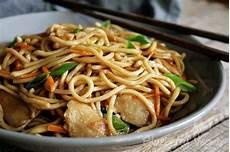 chinesische gebratene nudeln gebratene nudeln wie vom lieblings chinesen blueberry vegan