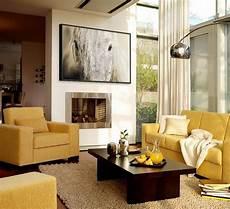 modernes wohnzimmer in beige braun und gelb ideen rund