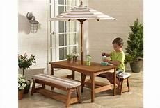Table De Jardin En Bois Pour Enfants Et Bancs Et Rarasol
