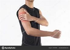 schulter mann junger mann arm und schulter gelenkschmerzen auf wei 223 em