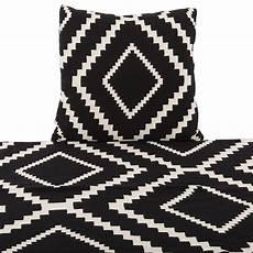 decke schwarz weiß decke schwarz wei 223 plaid wei 223 schwarz gr 246 223 e 55 x 55 cm