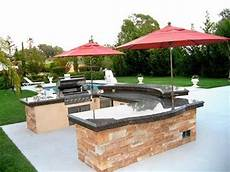 Decorating Ideas For Outdoor Kitchen by Outdoor Kitchen Design Ideas