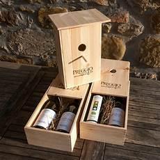 cassetta legno una cassetta in legno per bottiglie diventa nido per