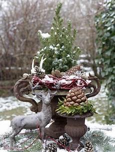 Garten Weihnachtlich Dekorieren - blickfang im garten 169 wg florapress draussen ideen