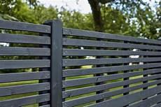 design a horizontal brise vue 177x177cm avec lames bois