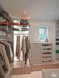 begehbarer kleiderschrank regalsystem modulares regalsystem mit fachb 246 den aus glas und