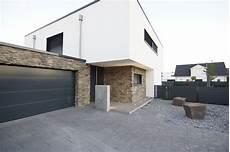 haus mit steinfassade haus pi aprikari gmbh co kg architektur garage in