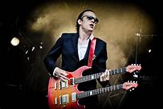 guitarist joe bonamassa joe bonamassa best so far in the studio with redbeard