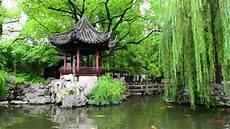 Chinesischer Garten Privat - chian shanghai 16th century yu yuan gardens stock