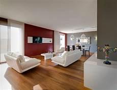 pareti da soggiorno soggiorno contemporaneo moderno con pareti rosso porpora e