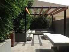 Schöne Terrassen Bilder - bambuspflanzen in beton hochbeeten und alu pergola