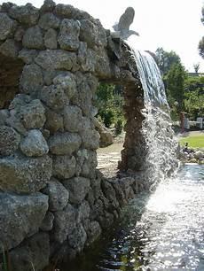 kräuterspirale mit wasserlauf wasserf 228 lle biotope teiche gartengestaltung naturstein in allen varianten naturstein