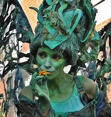 Ausmalbilder Elfen Und Kobolde Begegnung Mit Einer Gro 223 En Elfe Und Einem Kleinen Kobold