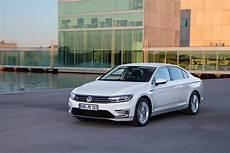 Volkswagen Passat Gte 2015 2016 Autoevolution