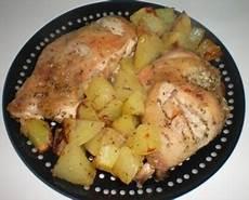 come cucinare il pollo al forno con patate ricetta pollo al forno con patate