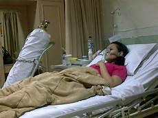 Gambar Orang Sakit Di Rumah Sakit Perempuan