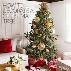 Weihnachtlich Dekorieren Tipps - how to decorate a tree from better homes gardens