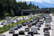 Stau A7 Bayern - urlaubsstart im schleichtempo autofahrer stehen in 3000