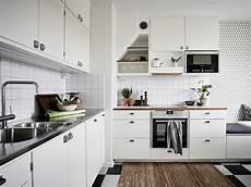 decoration cuisine gris le joint noir ou gris pour le carrelage joli place