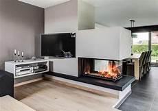Wohnzimmer Mit Kamin Und Fernseher - bildergebnis f 252 r kamin fernseher raumtrenner kamin