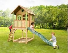 stelzen spielhaus hohes kleines kinderspielhaus holz