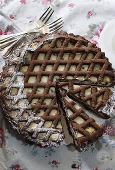 crostata al cacao con crema pasticcera crostata al cacao con crema di ricotta e gocce di cioccolato cappuccino e cornetto