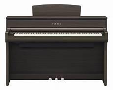 yamaha clp 675 clavinova digital piano in walnut
