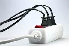 kabelsalat verstecken tipps zu viele kabel auf dem schreibtisch der kabelsalat verschwindet in sein usb ist das zweite die