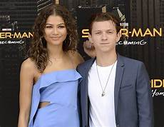 zendaya denies dating tom holland