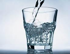 bicchieri d acqua quanto pesa un bicchiere d acqua il venerd 236 di francesco