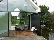minimalistische kleine häuser 15 ingeniously designed tiny cabins for vacation or gateway