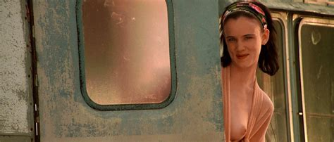 Juliette Lewis In Bikini