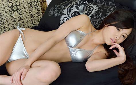 Bella Thorne Vs Zendaya